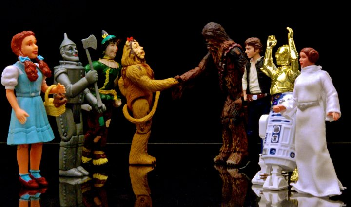 Picture of Wizard of Oz action figures talking to Star Wars actions figures
