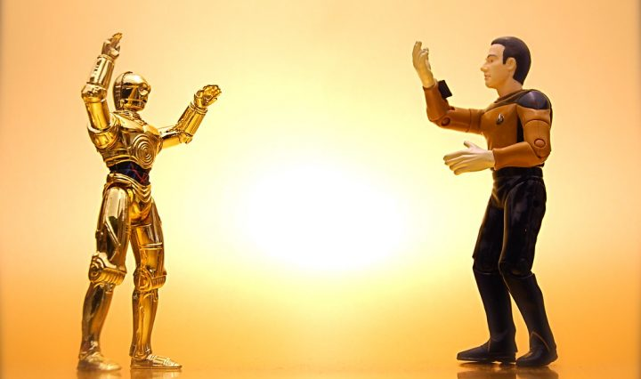 A character from Star Wars and from Star Trek look like they're having an animated conversation with each other