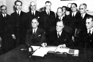 President Franklin Roosevelt signs the new constitution of the Philippines in 1935.