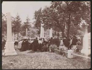 Crowd at Greenwood Cemetery on Decoration Day, 1899.  Image from MoCNY Digital Collections:  http://collections.mcny.org/Collection/Greenwood%20C.-2F3XC58PVHW9.html