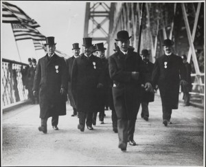 Mayor Seth Low and officials crossing Williamsburg Bridge 1903. MCNY Digital Collections: http://collections.mcny.org/Collection/[Mayor%20Seth%20Low%20and%20officials%20crossing%20Williamsburg%20Bridge]-2F3XC5QZ0PR.html