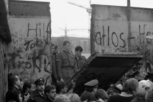 http://blsciblogs.baruch.cuny.edu/his1005spring2011/files/2011/02/BerlinWall1.jpg