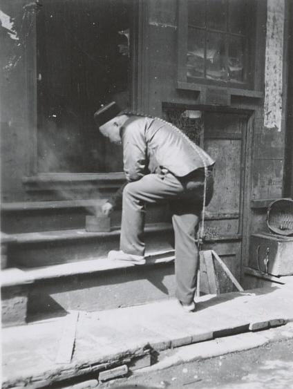 A Chinese immigrant in in San Francisco Chinatown at 1911