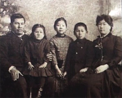 chinese immigration into america Article about the first asians in america and early period of asian american the first large-scale immigration of asians into the u this anti-chinese.